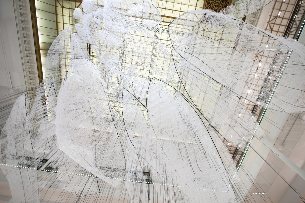 Where are we going, installation de Chiharu Shiota  ©Gabriel de la Chapelle