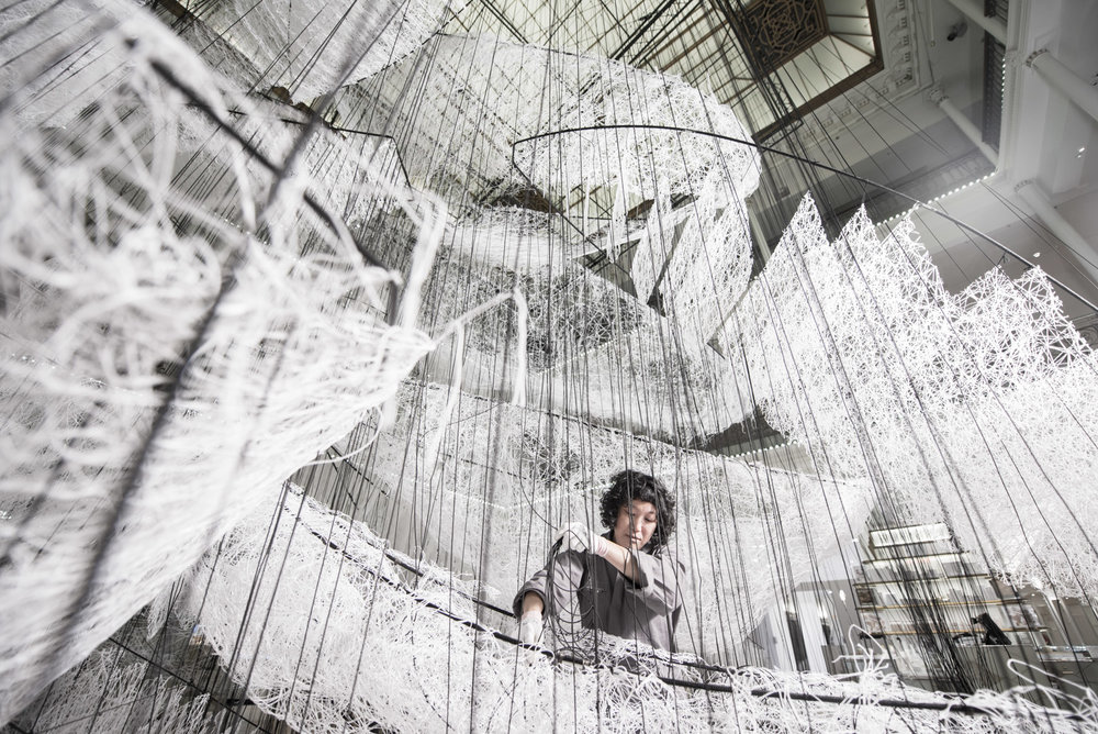 Making Off installation Where are we going de Chiharu Shiota © Gabriel de la Chapelle