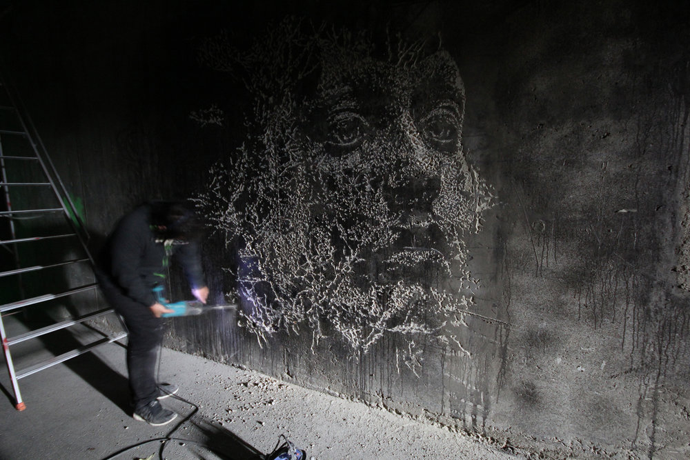 Vhils - scratching the surface project - Photo Nicolas Gzeley - 2014