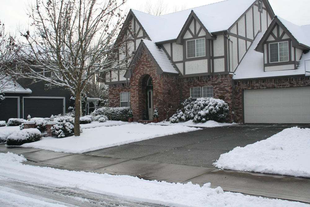 Residential driveway and sidewalk snow removal