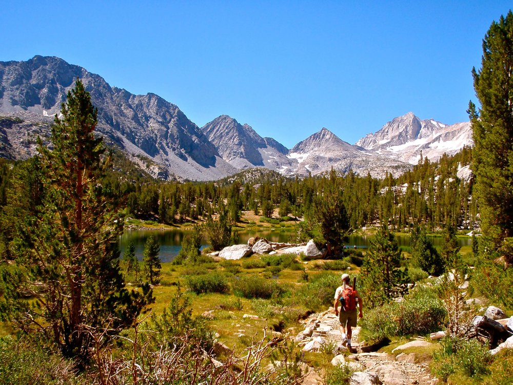 The trail leading down to Heart Lake.