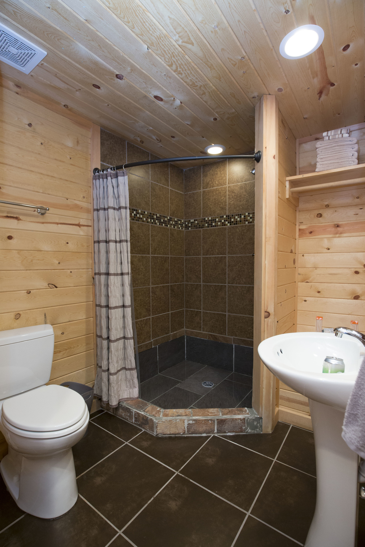 medaloni-cellars-chateau-bergeron-cabin-3.jpg