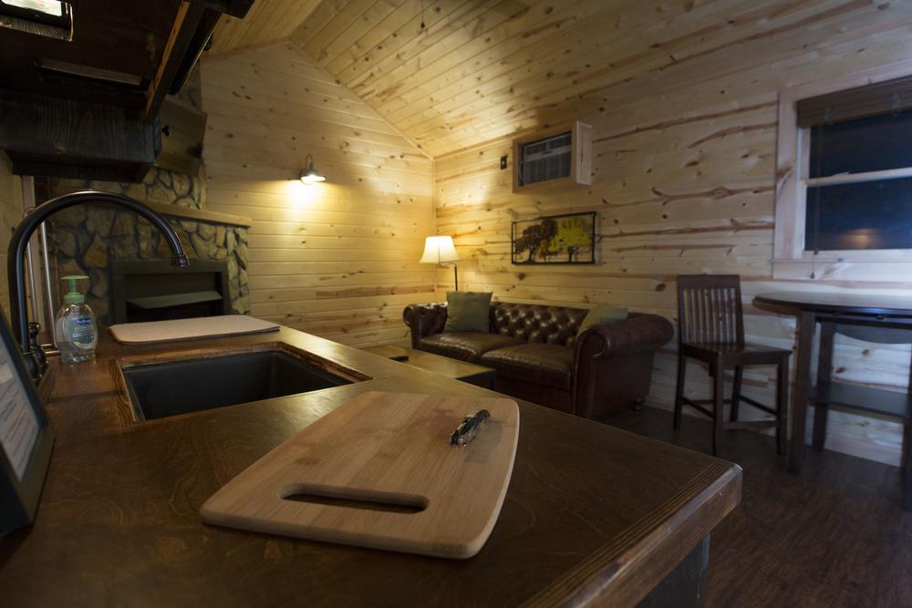 medaloni-cellars-chateau-bergeron-cabin-4.jpg