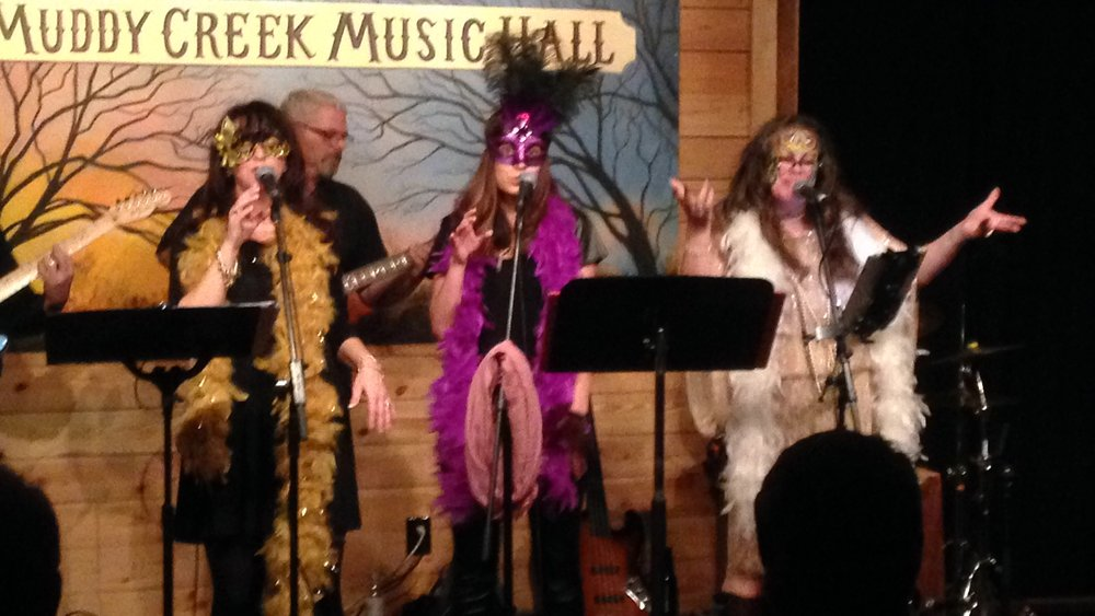 Andrea Templon having a blast with the girls from The Muddy Creek Players. She was invited to be the guest artist at Muddy Creek Music Hall in Bethania, North Carolina.
