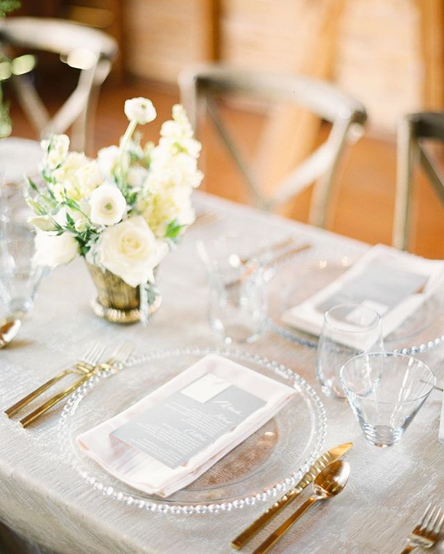 A little glam, hints of rustic, but above all— very Sarah and Ian inspired. Loved designing + planning this chic Montana wedding as seen on @rockymtnbride now. Link in profile ✨Image @orangephotographie