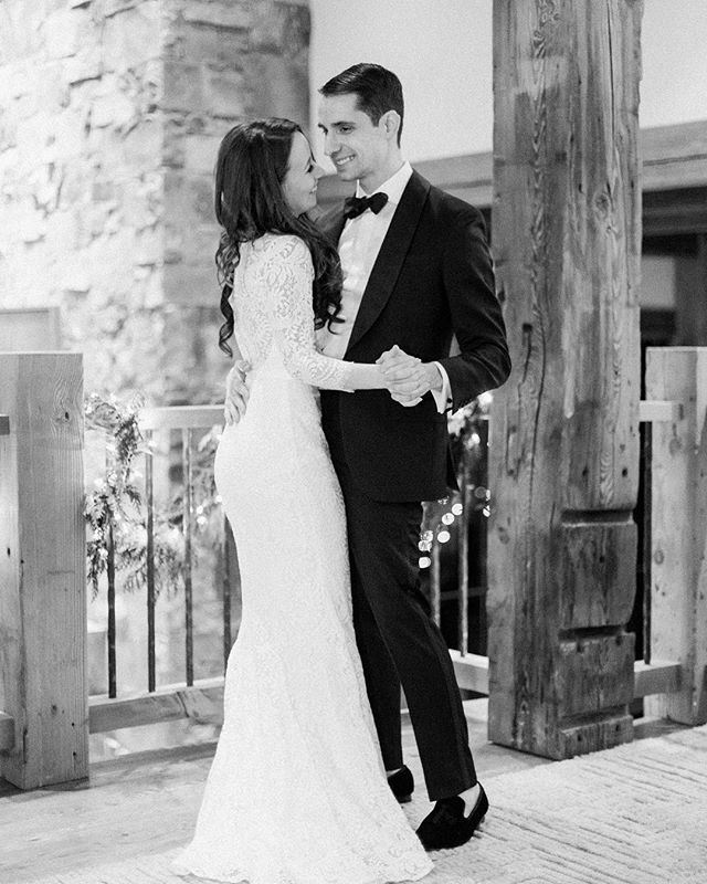The first dance always gets me. I'm not a crier on the reg but I cry at EVERY single one of our clients weddings. Typically as the bride walks down the aisle.. that moment is magic for me. Anyone else 😂? Image via @stellakelsiephotography from a @moonlightbasin winter wedding we did for Natasha and Charlie ✨