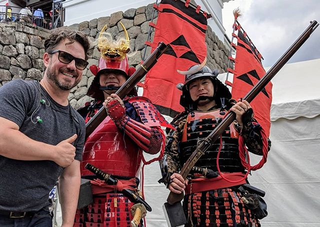 Throwback Saturday?  This is me missing Japan. Ever since my mom took me to see Ran in the theatre I have been fascinated with samurai armies. The use of flags, how samurai armour has a carapiece quality which give the impression of beetles attacking. Beautiful and somewhat horrifying at the same time. I sought out a Samurai parade and Odawara delivered. Fun day for this #gaijin.  #odawara #castle #samurai #flintlock #medival #japan #japantravel #bucketlist #ran #kurosawa