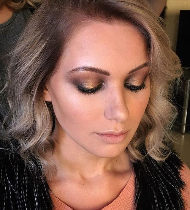 #tbt forever in love with these rustic tones, worn in desert makeup, the base of this eye is a burnt copper tone to add that element of 'heat' to the look without being too obvious. Concealed with layers of different metallic gold tones to add a little bit of an expensive touch! Faux freckles and dehydrated matte lips for the feeling of excessive sun exposure🔥🏜