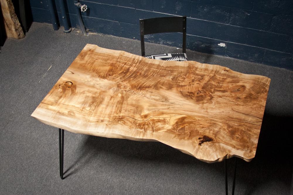 FIGURED MAPLE KITCHEN TABLE