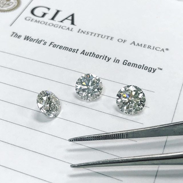 #Happyalohafriday!🌺 So excited for our #groomtobe. 🎩❤️🥂 One of these beauties is gonna be the centerpiece for a stunning #engagementring.💍 Can't wait to get started! . #roundbrilliant #diamond #diamonds #GIA #idealcut #custom #engagement #808 #hawaii #hawaiiengagement #oahu #love #theOne #hawaiifinejewelry #honolulu  #proposal #merryme #hilife #bling #bridal #instahawaii #hawaiigram #hawaiilove #wedding #thelittlediamondstore #itsallaboutlove