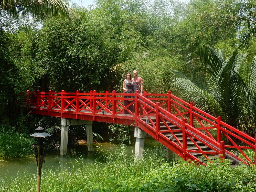 red bridge lovebirds