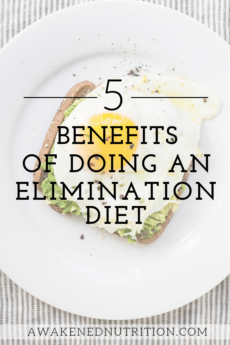 Learn 5 benefits of doing an elimination diet to improve your health, clear your skin, uncover food allergies as well as food sensitivities, and heal your gut. Discover why you should do an elimination diet plus how it works.