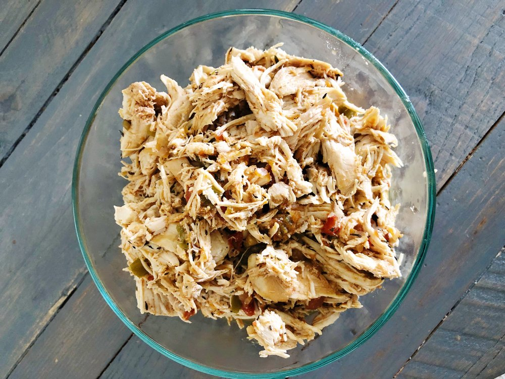 Weekly meal prep idea. Instant Pot Salsa Shredded Chicken. This recipe is so easy, quick and tastes amazing. #instantpot #instantpotshreddedchicken