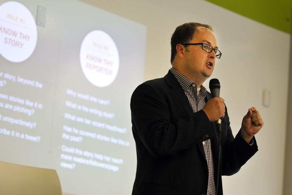 Edelman senior vice president Travis Murdock presents a seminar on media relations to a StartX group in Palo Alto, CA.