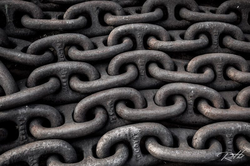 Chain links on the dock in China.