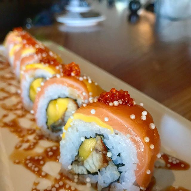 🌉 we love this unagi + mango combination in this Golden Gate Roll!  _______________________________ #akemiberkeley #berkeley #solanoave #berkeleyeats #eastbay #eastbayeats #berkeleyrestaurants #bayarea #bayareaeats #sanfrancisco #oakland #japaneserestaurant #japanesefood #sushi #sushirestaurant #noms #sushitime #foodstagram #food #foodie#delish #dinner