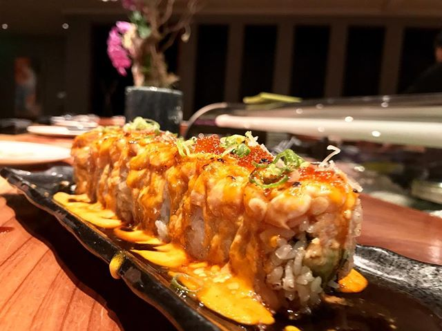 We're just here to say it again: These torched rolls are OUT OF THIS 🌎! Featured here is the Lion King Roll. _______________________ Pro tip: ask for a Spicy Lion King Roll 🔥🦁 Our chefs will add a little sriracha to your sauce before spreading it on top and torching it. _______________________ Don't forget to follow our account for more pro tips 😉👉🏽 @akemiberkeley _________________________ #akemiberkeley #berkeley #solanoave #berkeleyeats #eastbay #eastbayeats #berkeleyrestaurants #bayarea #bayareaeats #sanfrancisco #oakland #japaneserestaurant #japanesefood #sushi #sushirestaurant #noms #sushitime #foodstagram #food #foodie #delish #dinner #healthy #foodgasm #instagood