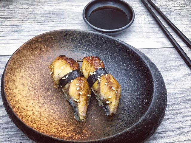 UNAGI - to some, it's simply delicious bbq eel. To others, a state of total awareness (im talking to you fan of Friends :) Either way, it's delicate, tasty, and adds a savory touch to any sushi meal 🍣 _____________________________ #akemiberkeley #berkeley #solanoave #berkeleyeats #eastbay #eastbayeats #berkeleyrestaurants #bayarea #bayareaeats #sanfrancisco #oakland #japaneserestaurant #japanesefood #sushi #sushirestaurant #noms #sushitime #foodstagram #food #foodie #delish #dinner #foodgasm #instagood #gastronomy #foodbeast