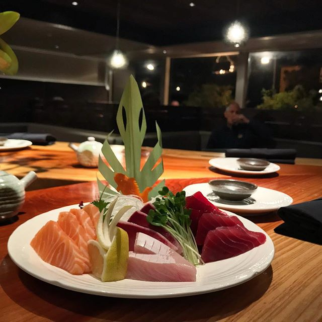 Assorted Sashimi #itswhatsfordinner 🐠🐟🦐 _____________________________ #akemiberkeley #berkeley #solanoave #berkeleyeats #eastbay #eastbayeats #berkeleyrestaurants #bayarea #bayareaeats #sanfrancisco #oakland #japaneserestaurant #japanesefood #sushi #sushirestaurant #noms #sushitime #foodstagram #food #foodie #delish #dinner #foodgasm #instagood #gastronomy #foodbeast