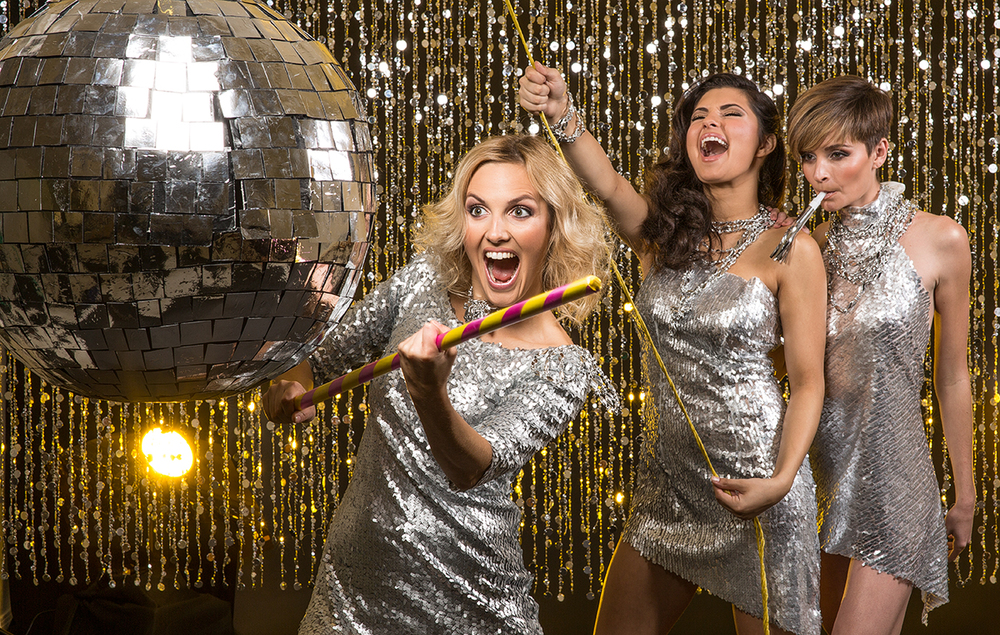 three girls breaking a pinata, discoball pinata, three girls celebrating, New Year, celebrity photographer, editorial photographer, commercial photographer