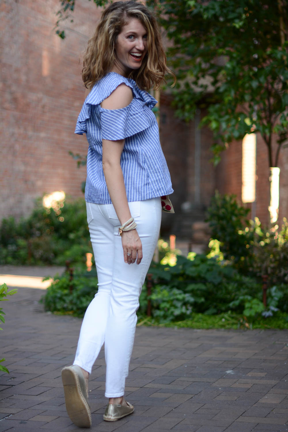 summer-outfit-white-jeans-2.jpg