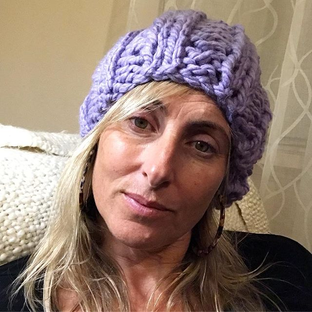 Hi!👋🏼 Me again... chunky beanie kits will be available this week. Do you like purple? I didn't used to like but I do now, maybe I'm a slave to fashion? 💜 I think it's the shade, more a lilac really. #beanie #quickknit #knittingkits