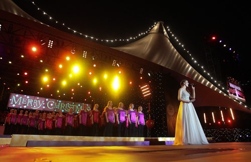 Performing Mary's Boy Child at Woolworth's Carols In The Domain with the Australian Girls Choir
