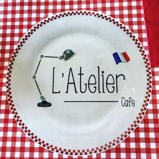 No carbs left behind.  #croissant  #beignet #alsobaguettes