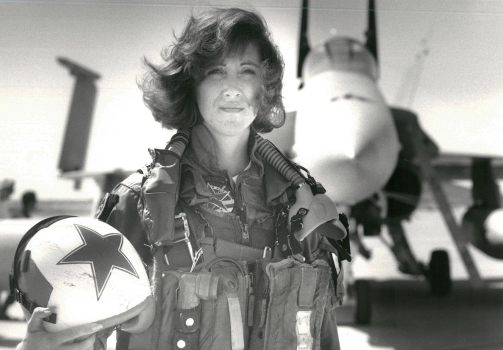 1992 photo of Tammie Jo Shults, SW pilot currently, Photo by Thomas P. Milne, U.S. Navy/Distributed by Reuters