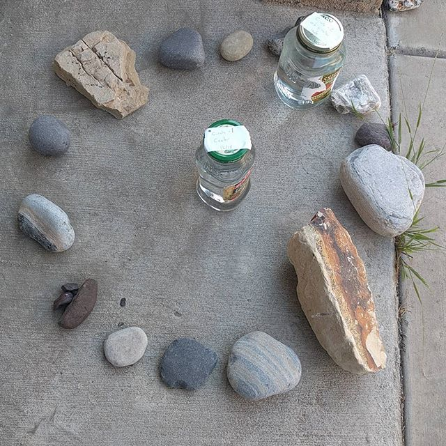 Let the experiment begin! Testing to see if rocks can actually change water. #energy #healing #rocks #nature #water