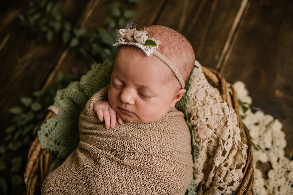 20180405-lake-of-the-ozarks-baby-girl-newborn-picture-best-baby-photographer-missouri-lebanon-02.jpg
