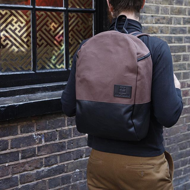 Our second Christmas special colour way! Rust waxed canvas with black veg tan leather and chrome hardware. Available in compact and original (pictured) the Christmas rush is in, get yours before they go! #madeinlondon #soho #waxedcanvas #leather #greatbritish