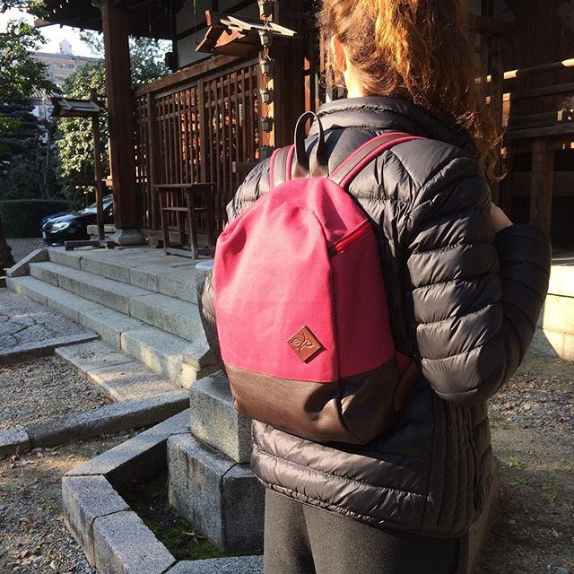 Another #hawthornabroad! Compact raspberry seeing the sights of Kyoto! 🇯🇵🎐⛩ #madeinengland #waxedcanvas