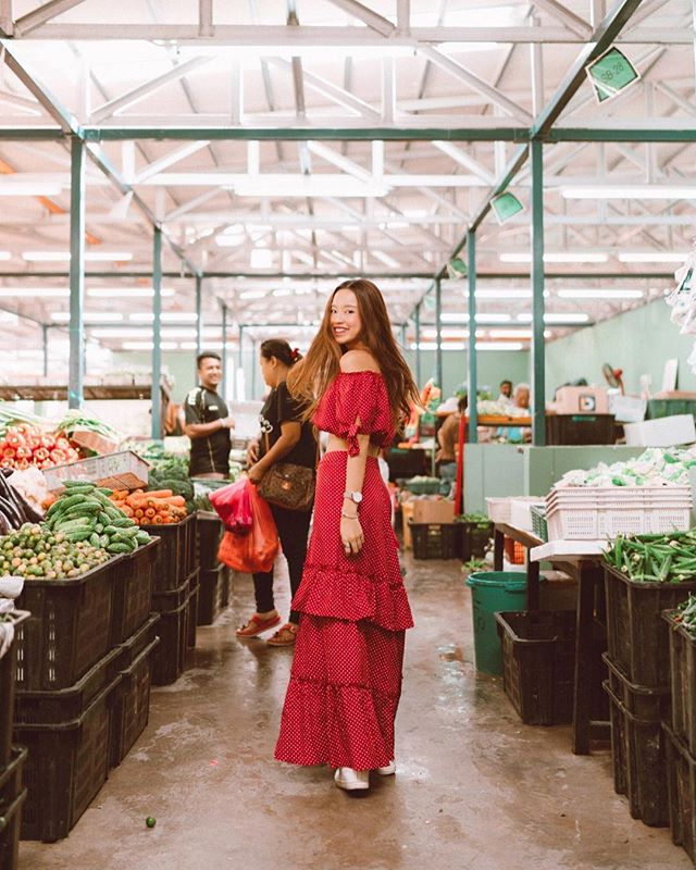 Market runs with @themajesticmalacca looks a little like this, 🍒🍍🌶✨— 📷: @intoxincant #beccaroundtheworld #beccaxytlhotels