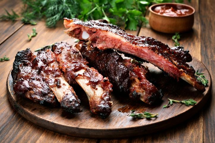 Roasted-sliced-barbecue-pork-ribs-520623166_727x485.jpeg