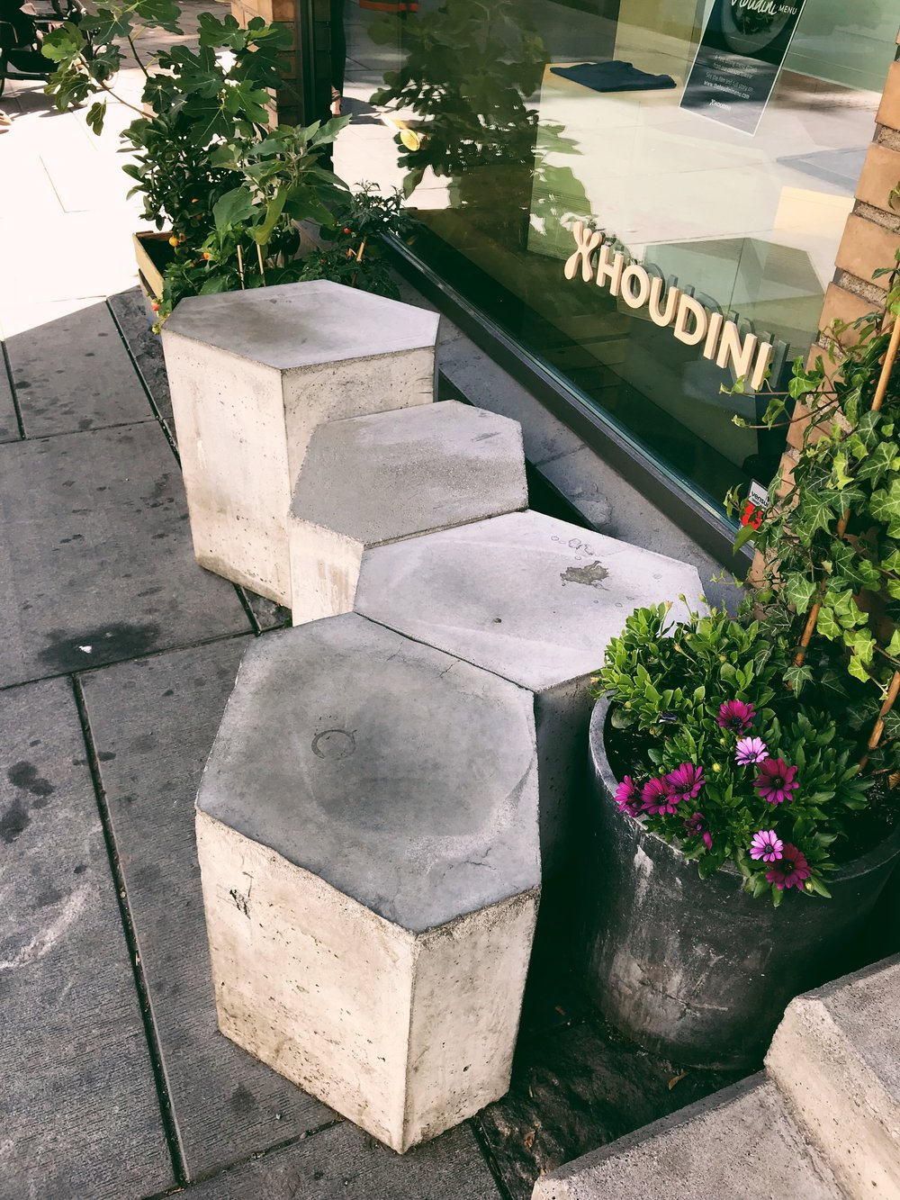 CONCRETE SCULPTURES AND OUTDOOR LOUNGE | HOUDINI HUB OSLO
