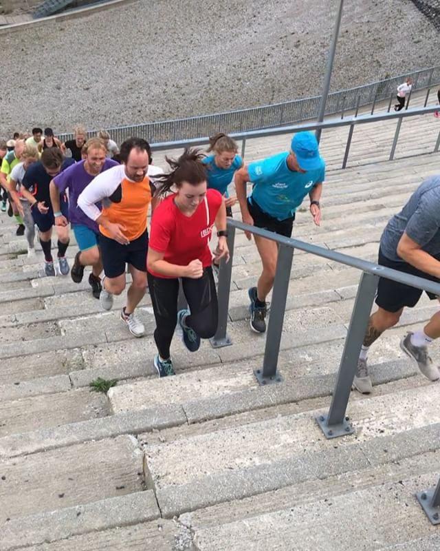 FY FILLERN😬🤬😡😱Dere jobbet som fa.... i dag💥🤛👏 2 grupper - Intervaller - Stiv heks😎 175 på plass🤩  Solid coach @jorgenbroch 🌟Vi digger deg😁 #kollenopp #lilotrail . . . . #altrarunning_nordic #skiforeningen #aktivforepilepsi #iform #trappeløp #trappeløping #trenesammen #2xunorge #kickass #holmenkollen #hopp