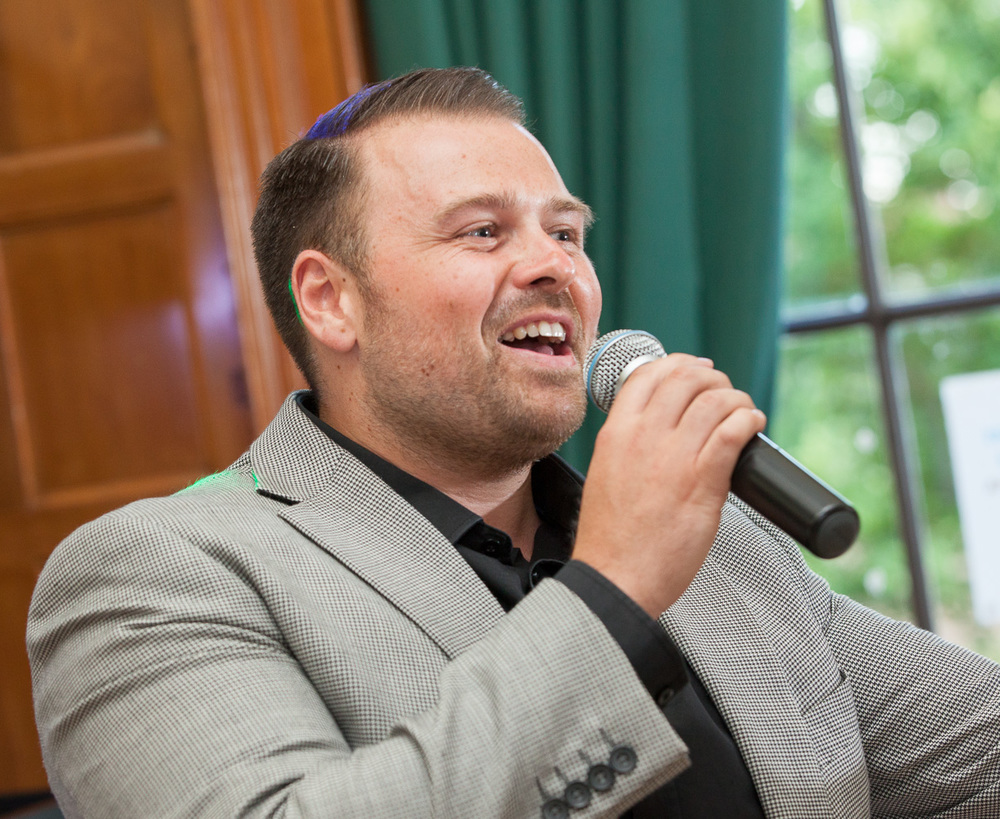 Tony roberts singer