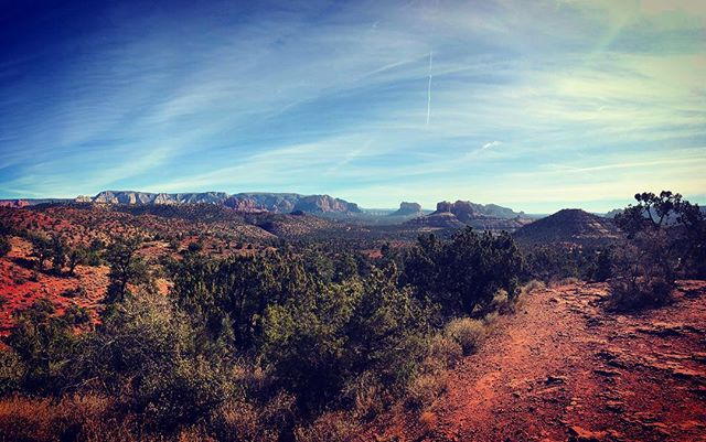 Beautiful Sedona, Arizona! Looking towards Cathedral Rock. 🌵🌅