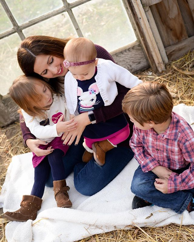 Family cuddles! • #cleveland #clevelandphotographer #clevelandfamilyphotographer #northridgeville #northridgevillephotographer #clicknmoms #clickinmoms
