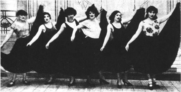 Group photo: Thérèse Treize et les Montparnasse Girls, 1926.