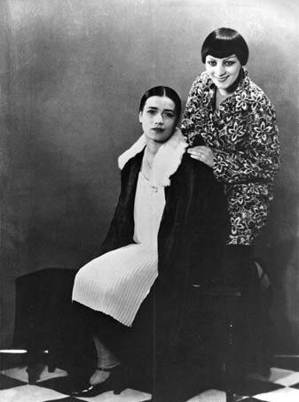 Kiki de Montparnasse et Thérèse Treize. Photo by Man Ray