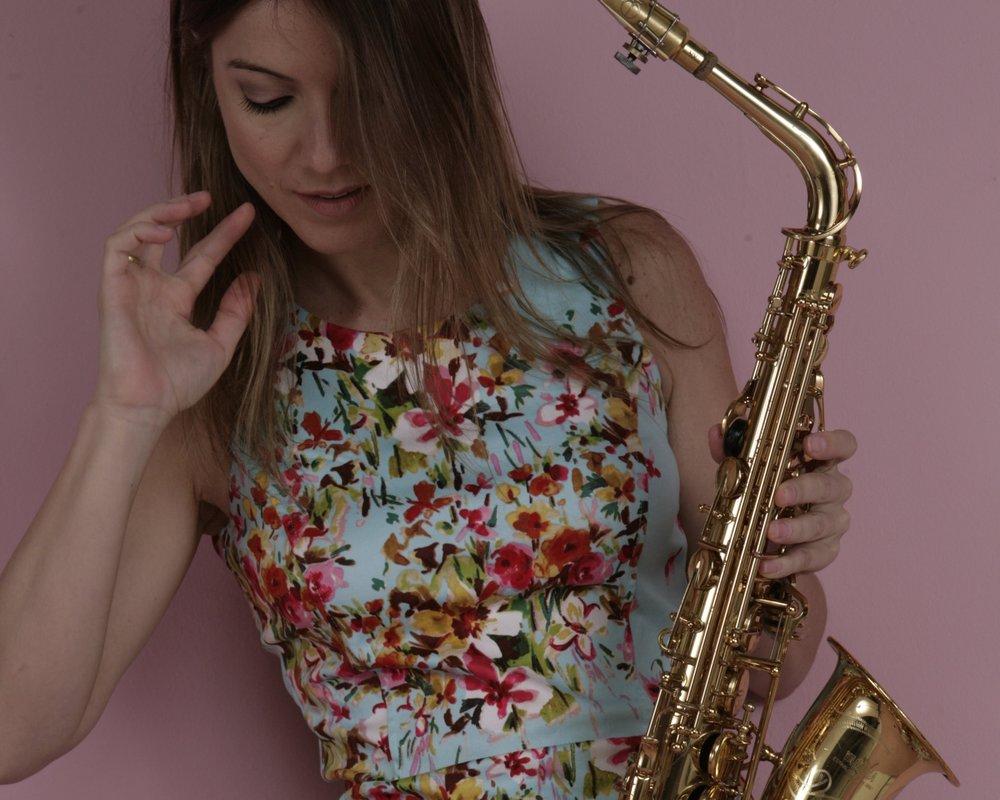 Marina Brant - Dj e Saxofonista