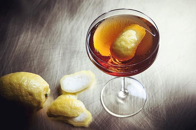 We rounded up the 10 best places to order a Manhattan (link in bio). Drink up! (📷 @emiliebaltz) @lucindasterling @middlebranch @momolongplay @Thecarlylehotel @campbellapartment @deathandconyc @employeesonlyny @longislandbar @raineslawroom