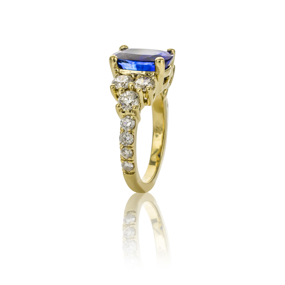CUSTOM SAPPHIRE AND DIAMOND RING SET IN 18K YELLOW GOLD