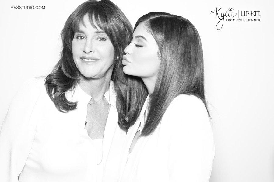 Kylie_Jenner_Caitlyn_Jenner_LipKit_Photobooth_3.jpg