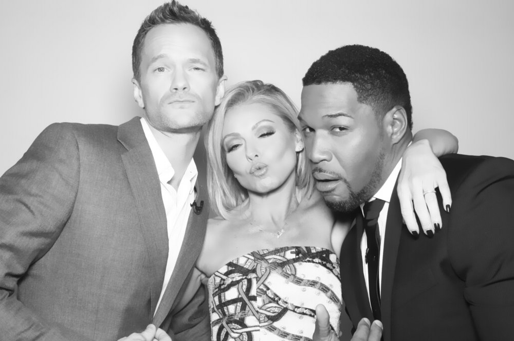 kelly ripa, neil patrick harris, michael strahan in the MVS photo booth