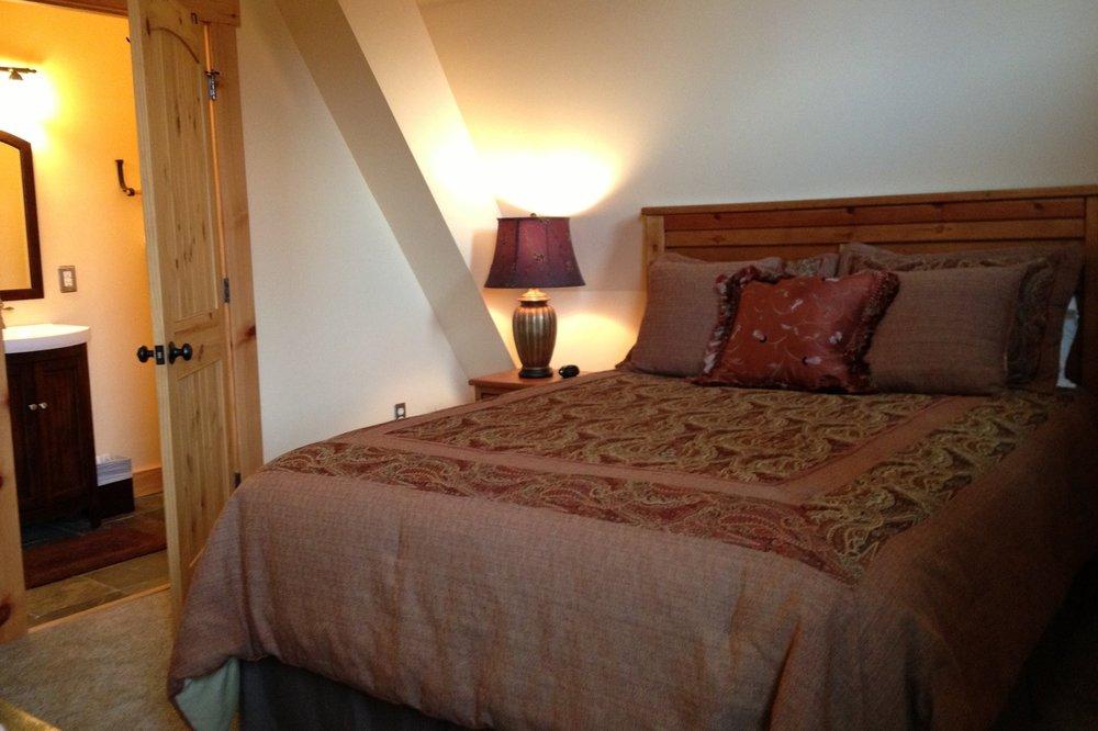 unearthing-writing-retreat-country-tweed-bedroom.JPG
