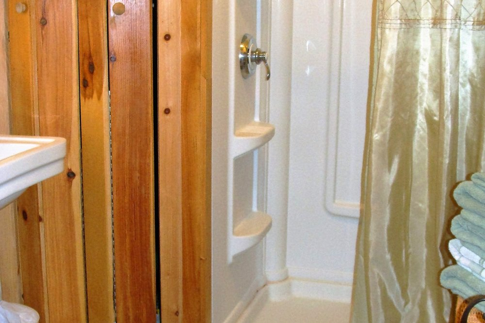 unearthing-writing-retreat-creamery-cottage-bathroom.JPG