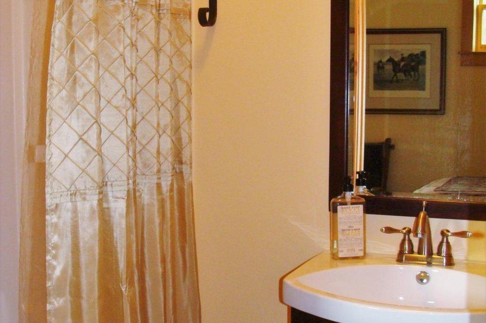 unearthing-writing-retreat-country-tweed-bathroom.jpg